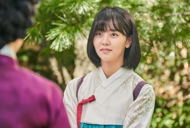 4 lý do không thể bỏ lỡ Tiểu Sử Chàng Nok Du: Ngành nữ Kim So Hyun kẹt trong chuyện tình anh là mẹ nuôi của em - Ảnh 6.
