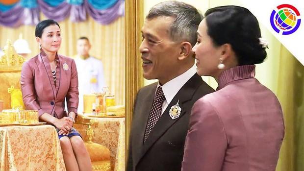 Trong khi Hoàng quý phi lẻ loi đi sự kiện một mình, Hoàng hậu Thái Lan lại vui vẻ, sánh vai tình cảm với nhà vua thế này đây - Ảnh 7.