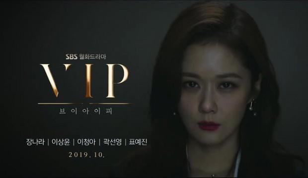 Tưng bừng truyền hình Hàn tháng 10: Ai cũng mong đợi cô nhân viên Jang Na Ra sẽ xử khách hạng thẻ mẹ thiên hạ thế nào! - Ảnh 22.