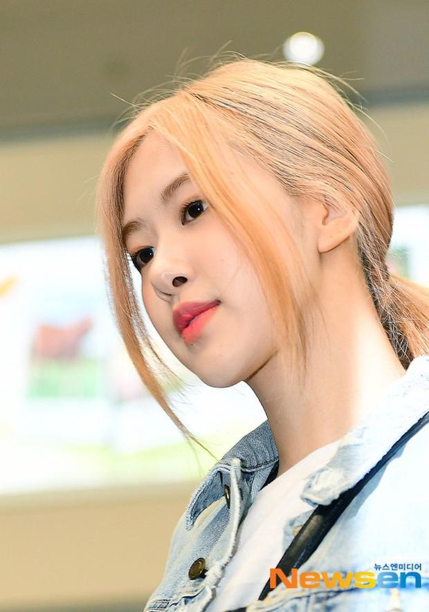 Màn đọ sắc bất ngờ của 2 mỹ nhân BLACKPINK ở sân bay: Jennie như tiểu thư tài phiệt, Rosé bất chấp cả góc dìm hàng - Ảnh 7.