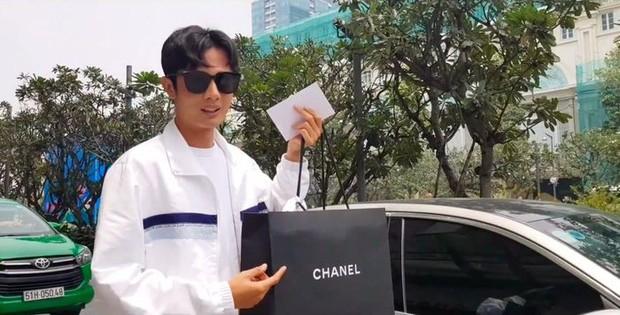 Huỳnh Phương tặng túi hiệu trăm triệu hay Phillip Nguyễn chỉ cần 1 bó hoa để làm người yêu vui lòng: Ai cũng chuẩn 100 điểm tinh tế - Ảnh 1.