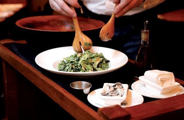 Tốt nghiệp Đại học, ra làm phục vụ bàn: nghe vô lý nhưng lại rất thuyết phục tại các nhà hàng fine dining - Ảnh 4.