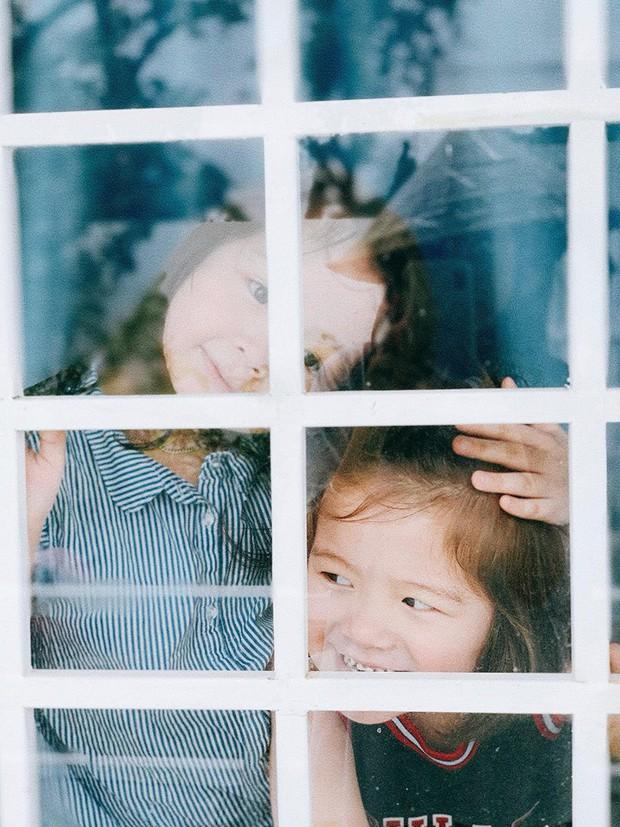 Tan chảy trước biểu cảm đáng yêu 2 nhóc tỳ nhà Elly Trần: Candie đã lớn trông thấy, ngày càng ra dáng tiểu mỹ nhân! - Ảnh 3.