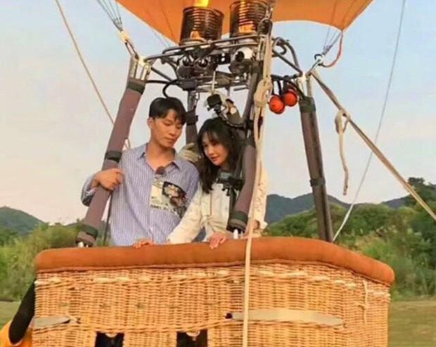 Rộ hình ảnh Trịnh Sảng được bạn trai CEO rởm cầu hôn bằng khinh khí cầu và bóng bay siêu lãng mạn - Ảnh 1.
