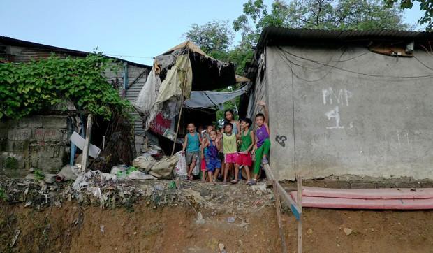 """Bữa tiệc """"thịnh soạn"""" của dân xóm ổ chuột: Những miếng thịt thừa từ bãi rác thành bữa ăn có thịt cho người nghèo - Ảnh 5."""