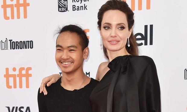 Angelina Jolie lần đầu tiết lộ cảm xúc khi tiễn quý tử đi du học Hàn Quốc: Tôi đã khóc, Maddox là người vỗ về tôi - Ảnh 1.