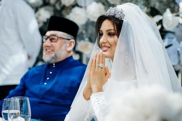 Người đẹp Nga đăng ảnh thuở mặn nồng với Cựu vương Malaysia, úp mở việc công khai sự thật đau lòng - Ảnh 2.