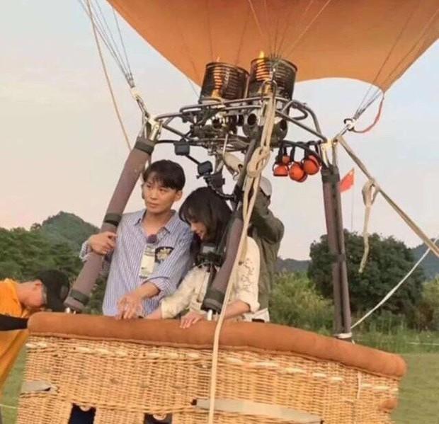 Rộ hình ảnh Trịnh Sảng được bạn trai CEO rởm cầu hôn bằng khinh khí cầu và bóng bay siêu lãng mạn - Ảnh 3.
