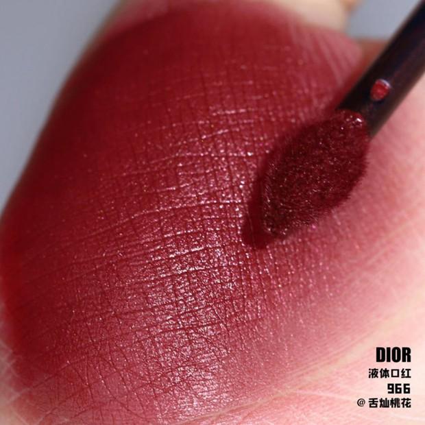 MAC, 3CE, Chanel, YSL, Dior: 5 dòng son mới ra đều có những màu cực phẩm cho mùa thu để các nàng sắm ngay từ bây giờ - Ảnh 9.