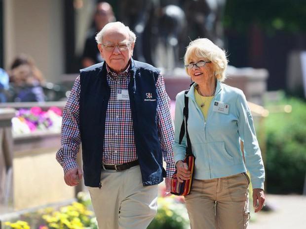 Warren Buffett: Tài khoản đầy ắp tiền nhưng đời bạn vẫn là thảm họa nếu không trả lời đúng câu hỏi sau! - Ảnh 1.