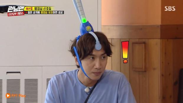 Running Man: Lee Kwang Soo trở nên mất bình tĩnh khi tên bạn gái bất ngờ bị nhắc đến - Ảnh 1.