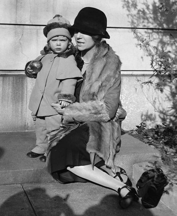 Nàng tiểu thư ngổ ngáo nhất nước Mỹ: Chống đối lại mẹ kế, khiến Tổng thống cũng bất lực nhưng lại được nể phục vì tính cách có 1-0-2 - Ảnh 6.