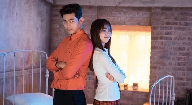 """Kiếp trước Kim So Hyun """"giải cứu thế giới"""" hay sao mà toàn được đóng phim với idol mỹ nam thế này? - Ảnh 8."""