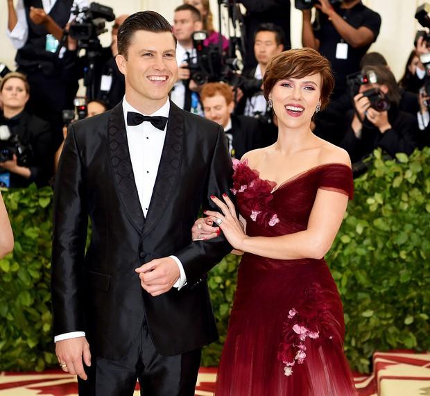 Sau 2 lần hôn nhân đổ vỡ, góa phụ đen Scarlett Johansson sắp sửa tổ chức đám cưới lần thứ 3 với bạn trai kém tuổi? - Ảnh 1.