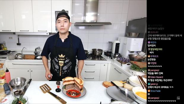 Đầu bếp fan cuồng Faker: Siêu đẹp trai, nổi tiếng Hàn Quốc vừa livestream làm hamburger cực đẹp mừng SKT vô địch LCK - Ảnh 9.