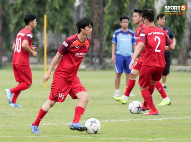 Văn Toàn đuổi đồng đội trong trò chơi cực dễ gây mất tình anh em ở tuyển Việt Nam - Ảnh 12.