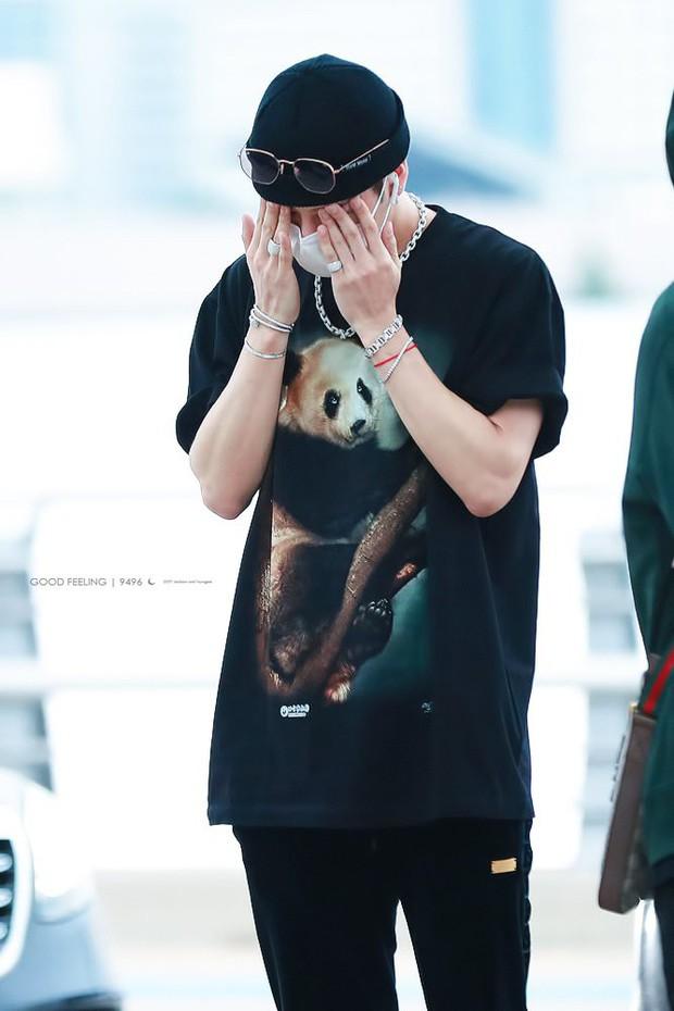 Lụa đẹp vì người: Jackson (GOT7) diện áo phông lưu niệm bán ở sở thú mà trông xịn sò như đồ hiệu - Ảnh 2.