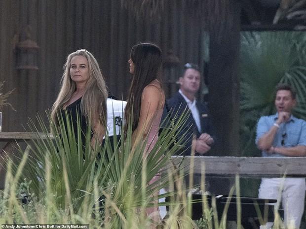 Tiệc tiền đám cưới của Justin Bieber và Hailey: Cô dâu chú rể đã đến địa điểm cưới, Katy Perry và Kendall Jenner đi phi cơ riêng đến dự - Ảnh 8.