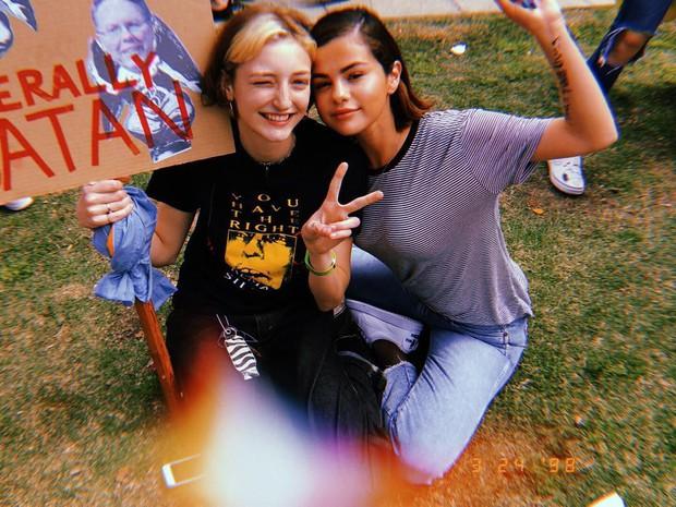 """Những khoảnh khắc Selena Gomez rạng rỡ nhất là khi đi du lịch cùng bạn bè: cứ """"slay"""" và vui hết cỡ đi chị ơi, tình ái là chi? - Ảnh 18."""