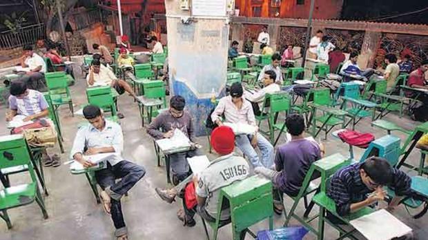 Lớp học ngoài đường ở Mumbai: Mảng tối tại thành phố thịnh vượng bậc nhất Ấn Độ và sự thích nghi đầy cảm phục của trẻ em nghèo hiếu học - Ảnh 7.