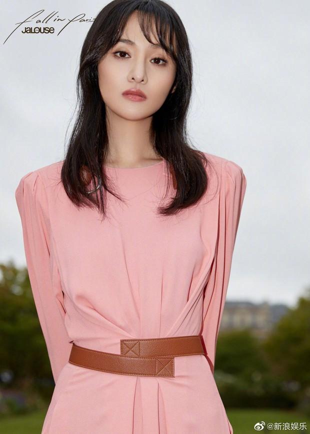 Dự Paris Fashion Week, Trịnh Sảng – Thẩm Nguyệt cùng gây thất vọng: người héo hon xơ xác, người chọn sai đồ tự tặng cho mình vài kg - Ảnh 1.