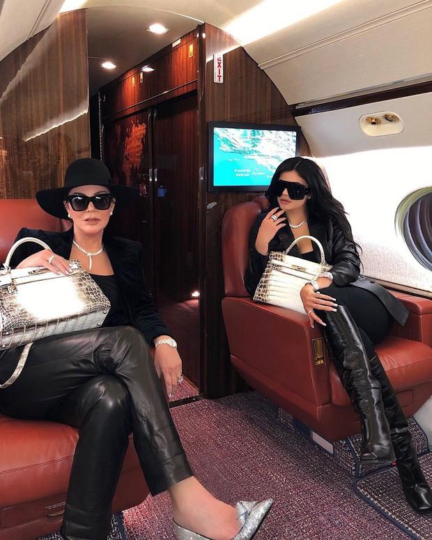 Khoe liên-tùng-tục không chán, dân tình hoang mang không biết Kylie Jenner có tổng cộng bao nhiêu túi Hermès - Ảnh 1.