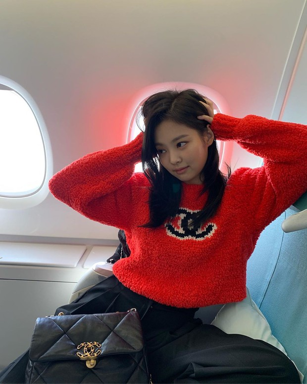 Lần đầu Jennie (BLACKPINK) đăng ảnh tạo dáng nhí nhảnh trên máy bay và ẵm ngay gần 3 triệu like, có ai đẳng cấp được như vậy không? - Ảnh 5.