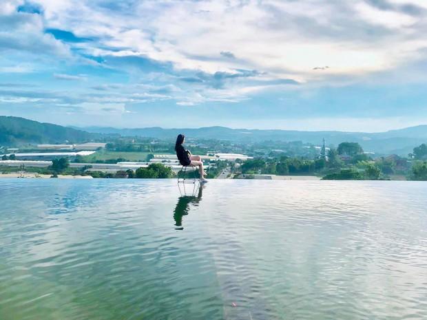 Địa điểm check in mới cực hot ở Đà Lạt: đi lại trên mặt nước như trong phim kiếm hiệp mà chẳng cần app chỉnh ảnh hay kỹ xảo gì - Ảnh 7.
