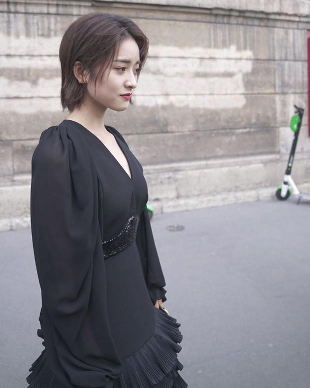Dự Paris Fashion Week, Trịnh Sảng – Thẩm Nguyệt cùng gây thất vọng: người héo hon xơ xác, người chọn sai đồ tự tặng cho mình vài kg - Ảnh 6.