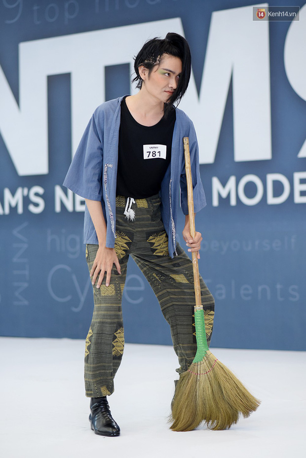 Next Top Model: Thí sinh băng bó, trùm đầu, tặng nước mắm cho Mâu Thủy để... bớt nhạt! - Ảnh 18.