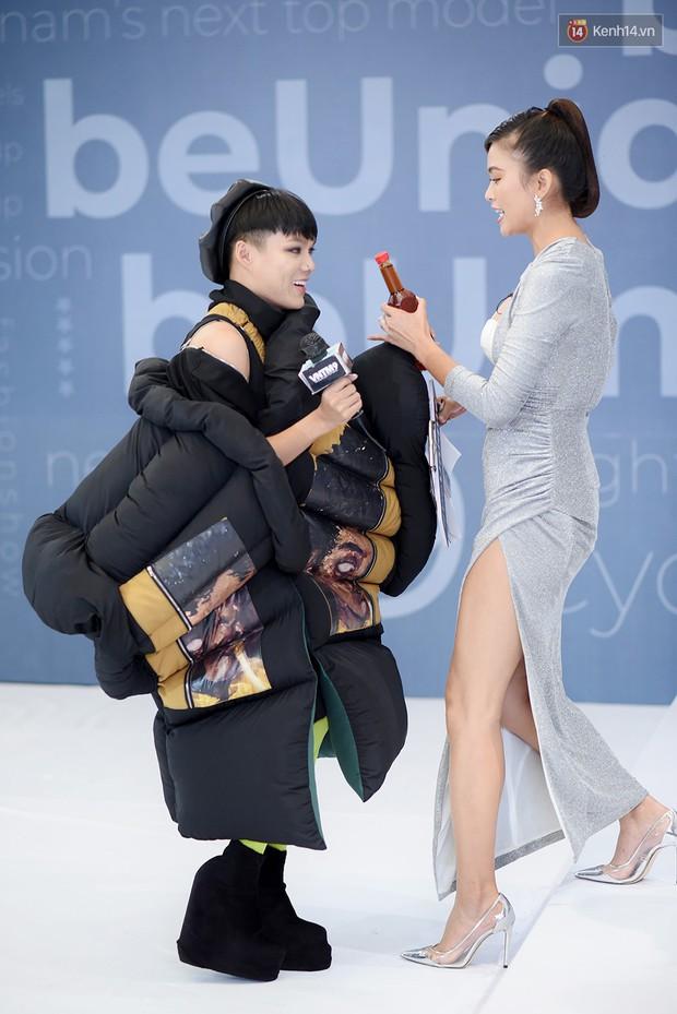 Next Top Model: Thí sinh băng bó, trùm đầu, tặng nước mắm cho Mâu Thủy để... bớt nhạt! - Ảnh 5.