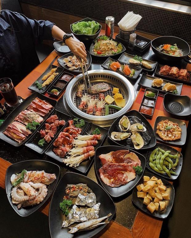 Người Việt thường cố ăn nhanh và nhiều nhất có thể khi đi ăn buffet để được hời, hoá ra cách này hoàn toàn sai, còn bị lỗ hơn - Ảnh 2.