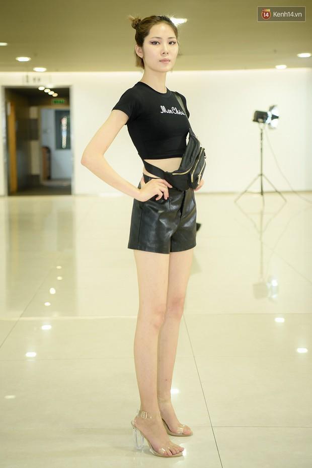 Vietnams Next Top Model: Dàn chân dài trai xinh, gái đẹp nườm nượp tới casting tại Hà Nội - Ảnh 2.
