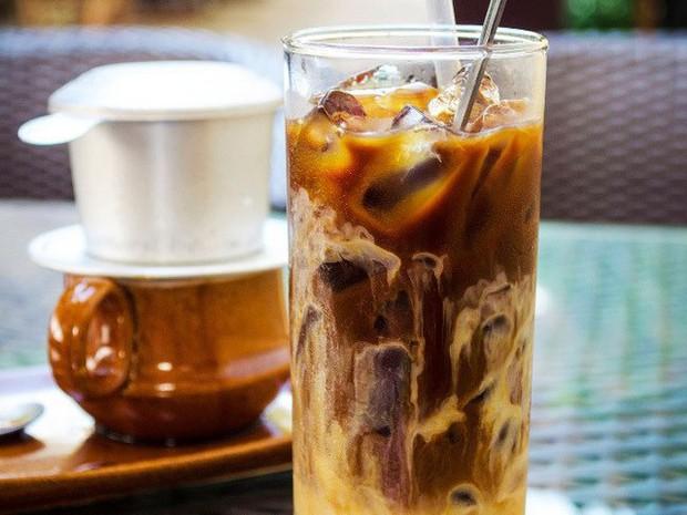 """""""Soi"""" thêm 1 bí mật của Ngọc Trinh từ vlog mới: chẳng bao giờ… ăn sáng, nhưng nhất định phải uống 1 ly cafe pha theo kiểu đặc biệt này - Ảnh 6."""