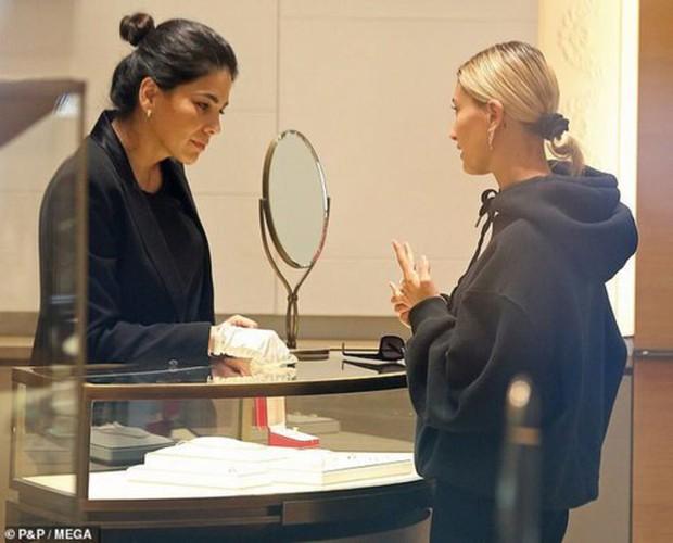 1 thập kỷ đã biến Hailey Baldwin từ fan cuồng ship Jelena thành cô dâu nắm tay Justin Bieber vào lễ đường như thế nào? - Ảnh 18.