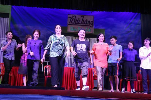 MC Đại Nghĩa, Ốc Thanh Vân cùng nhiều nghệ sĩ nghẹn ngào khi NSND Hồng Vân phải đóng cửa sân khấu kịch vì thua lỗ - Ảnh 5.