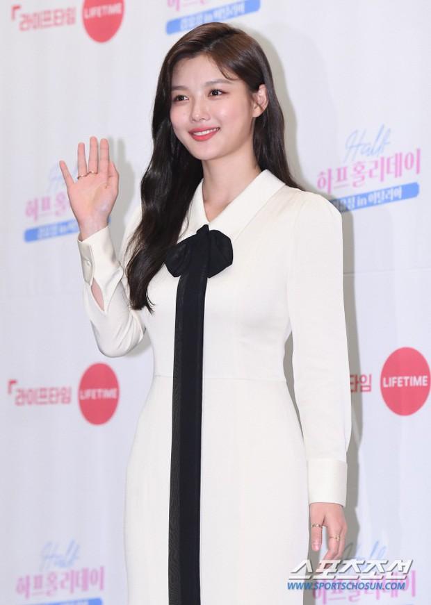 2 sao nhí Mặt trăng ôm mặt trời một thời lâu lắm mới lộ diện: Kim So Hyun lột xác sexy, lấn át Kim Yoo Jung? - Ảnh 3.