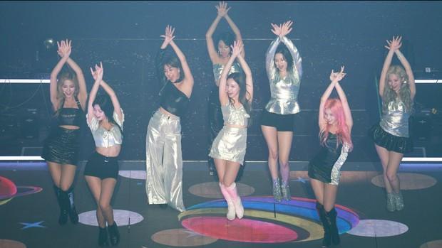 Xôn xao khó hiểu Nayeon (TWICE) rách váy trên sân khấu rút cục là vô tình hay cố ý, JYP vừa phải đưa ra một thông cáo chính thức! - Ảnh 4.