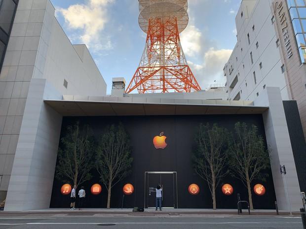 Lạ lùng với Apple Store mới toanh đậm chất Nhật Bản: Thiết kế cây nhà lá vườn chưa từng có trên thế giới - Ảnh 2.