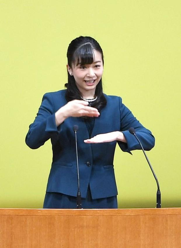 Công chúa xinh đẹp nhất Nhật Bản bị chê nhan sắc tụt dốc không phanh trong sự kiện mới nhất vì sai lầm khó sửa - Ảnh 1.