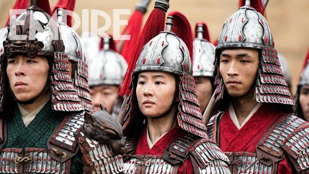Nhìn binh nhì Lưu Diệc Phi đờ đẫn trong Mulan, fan Việt khóc thét: Khác gì quần chúng không cơ chứ? - Ảnh 1.
