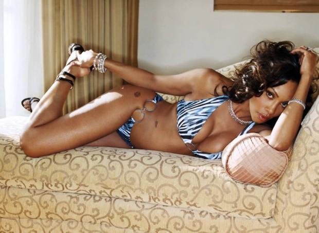 Những bóng hồng bốc lửa trong lịch sử tình trường của Dennis Rodman: Được Madonna cho tiền tấn để có con, cặp cả siêu mẫu Playboy - Ảnh 7.