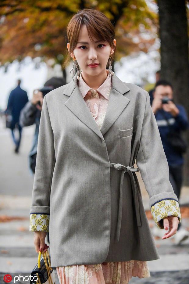 Trương Gia Nghê - nàng thơ châu Á tại Paris Fashion Week: Bánh bèo hay cool ngầu đều toát lên khí chất lu mờ vạn vật - Ảnh 3.