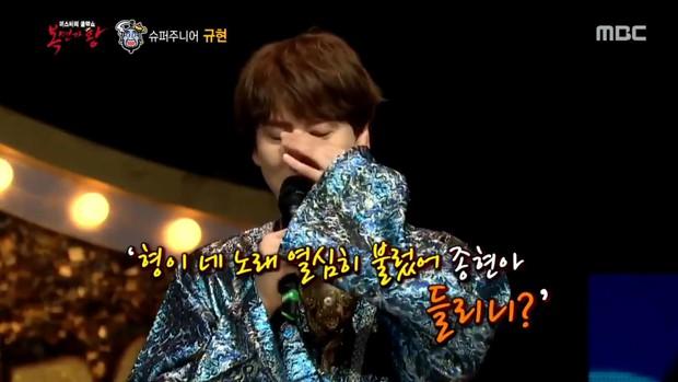 Kyuhyun (Super Junior) rơi nước mắt khi nhắc đến Jonghyun (SHINee) trên show hát giấu mặt - Ảnh 4.