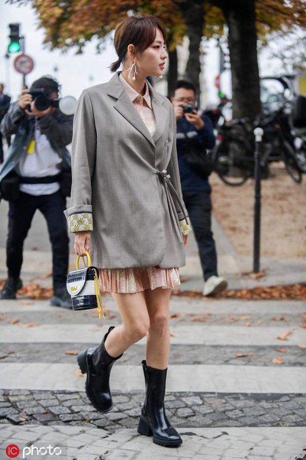 Trương Gia Nghê - nàng thơ châu Á tại Paris Fashion Week: Bánh bèo hay cool ngầu đều toát lên khí chất lu mờ vạn vật - Ảnh 4.