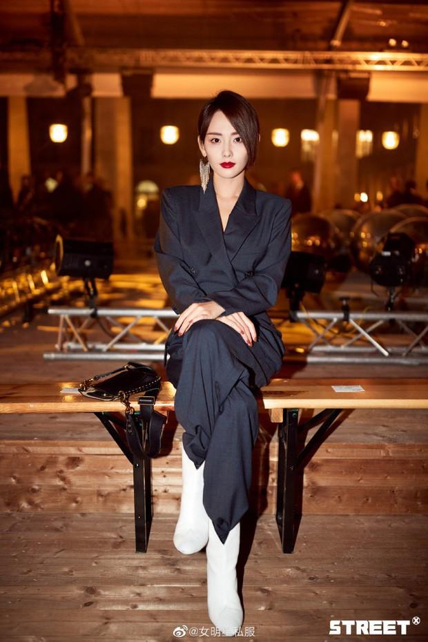 Trương Gia Nghê - nàng thơ châu Á tại Paris Fashion Week: Bánh bèo hay cool ngầu đều toát lên khí chất lu mờ vạn vật - Ảnh 7.