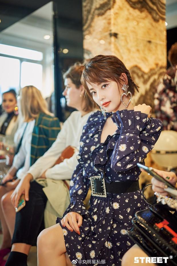 Trương Gia Nghê - nàng thơ châu Á tại Paris Fashion Week: Bánh bèo hay cool ngầu đều toát lên khí chất lu mờ vạn vật - Ảnh 9.