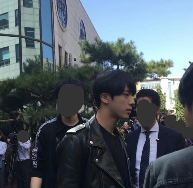 5 sao Hàn ngoài đời đẹp siêu thực đến nỗi fan đứng hình: Jin quá thần thánh, Suzy và Taeyeon ai đỉnh hơn? - Ảnh 2.