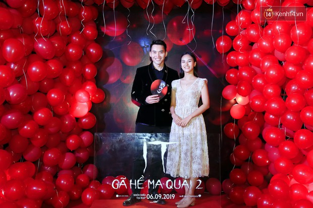 Giữa thảm đỏ IT 2 bóng tràn bờ đê, chị em Chi Pu - Han Sara trưng mặt lạnh hơn người yêu cũ của bạn - Ảnh 18.