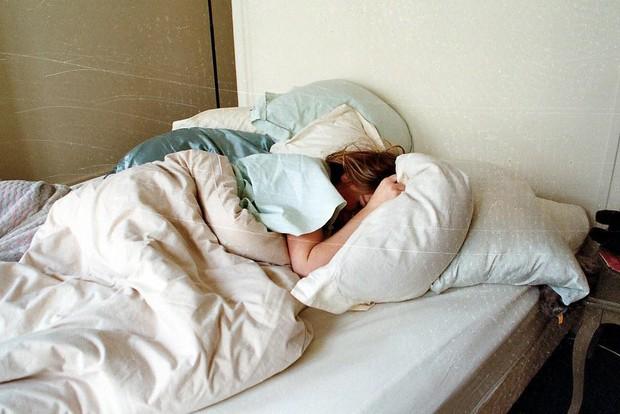 Nếu thấy 5 triệu chứng này xuất hiện trong khi ngủ nghĩa là sức khỏe của bạn không ổn chút nào - Ảnh 1.